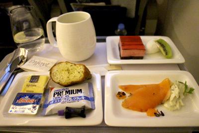 プレミアムエコノミーの機内食 ディナー ニュージーランド航空
