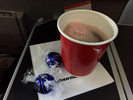 カンタス航空 キャドバリーのホットチョコレート