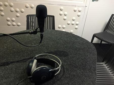 スタジオ ラジオ