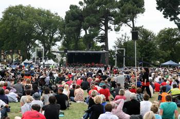 ノースハグレーパークで行われた、1周年のメモリアル式典