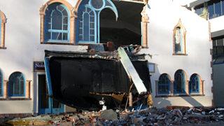 古い建物が倒壊