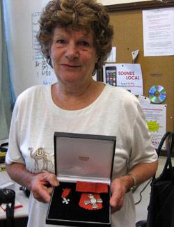 ニュージーランドでクイーンエリザベスからメダルをいただいたコーリーン