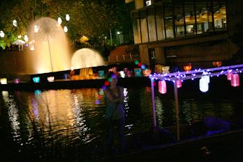 夜のエイボン川でパンティング