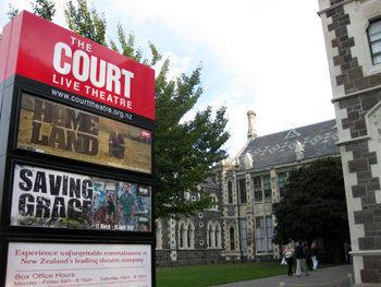 The Court Live Theatreで上映中のHOME LAND