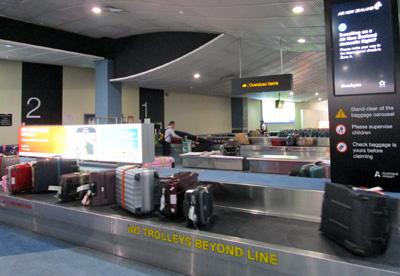 ニュージーランドでスーツケースの受け取り