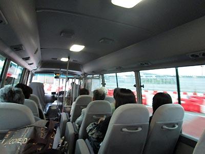 成田空港近くの駐車場からのシャトルバス