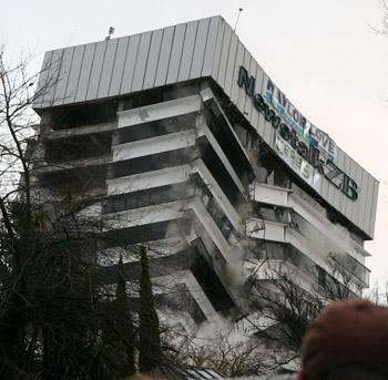 ラジオネットワーク爆破破壊