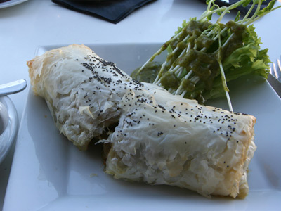 L'Escargot Rouge-Deli to Goで朝食にフィロ