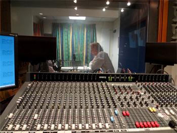 ロジャーサットン:P1スタジオで収録中
